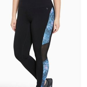 Torrid Active Abstract Mesh Leggings - Size 1X